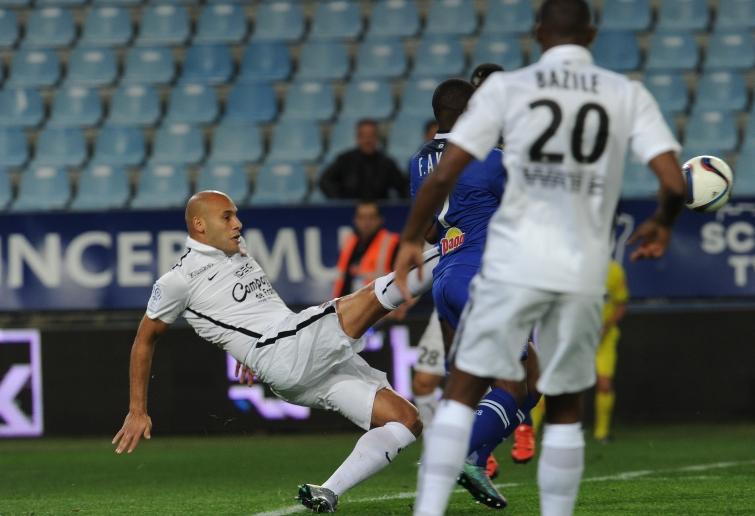 [36e journée de L1] SM Caen 0-0 SC Bastia Yayia_repousse