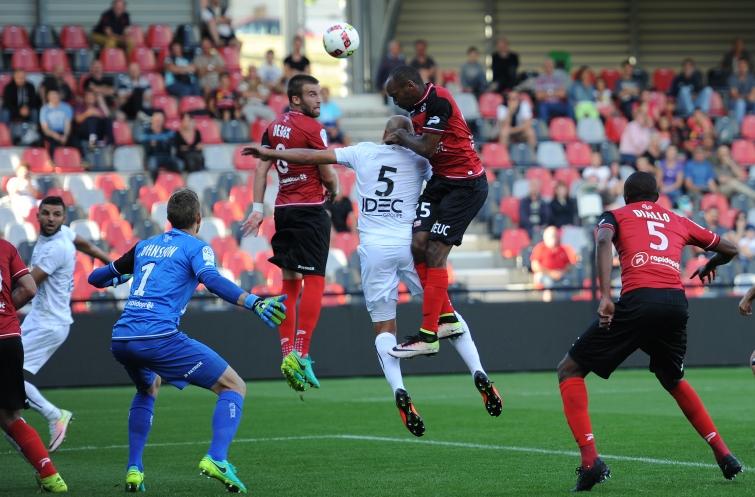 [14e journée de L1] SM Caen 1-1 EA Guingamp Yahia_sorbon_1